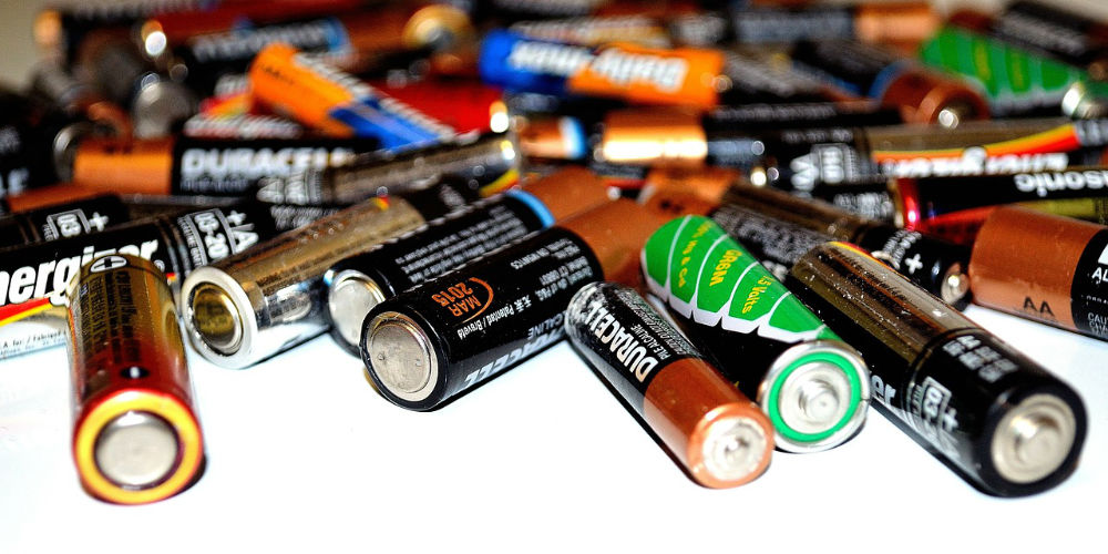 can you put batteries in a skip